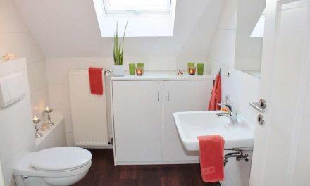 Praktyczne rozwiązania dla małej łazienki w bloku
