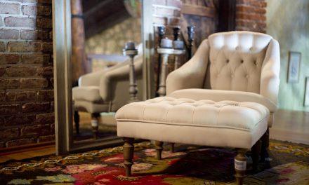 Usiądź gościu i odpocznij sobie: jaki fotel wybrać?