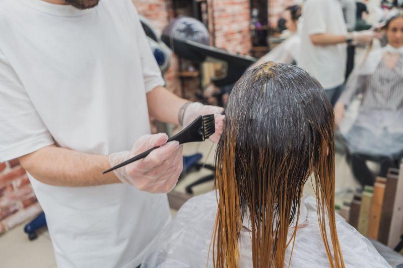 Dekoracje do salonu fryzjerskiego – co wybrać?